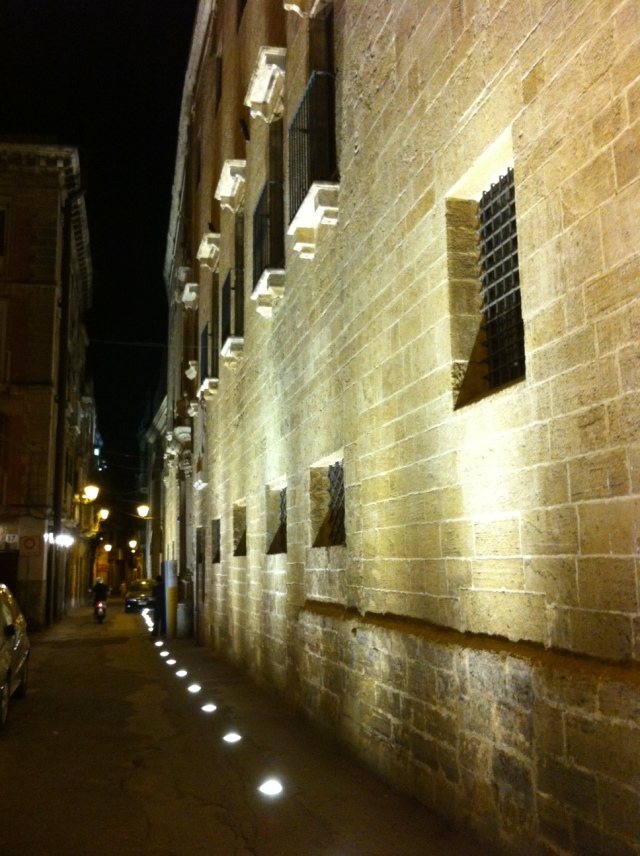 Taranto - Città Vecchia, via Duomo e convento di San Francesco di sera